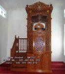 Mimbar Masjid Besar Tingkat Ukiran